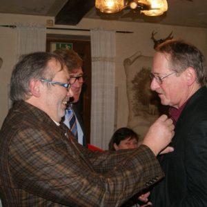 Friedhelm Mintzer geehrt durch Gerd Hüsch und Siegmund Ehrmann MdB. Foto: Andreas Albrecht