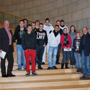 Schülergruppe des Berufskollegs Moers besucht Ibrahim Yetim im Landtag