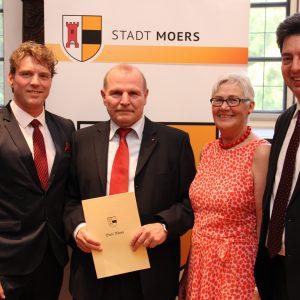Von links: Bürgermeister Christoph Fleischhauer, Michael Rittberger, Gisela Rittberger, Mark Rosendahl, Vorsitzender der SPD-Fraktion