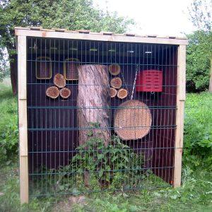 Wildbienenhotel auf der Streuobstwiese, so sieht es aus